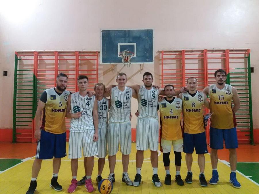 Чоловіча збірна ІФНМУ з баскетболу стала призером змагань в Коломиї